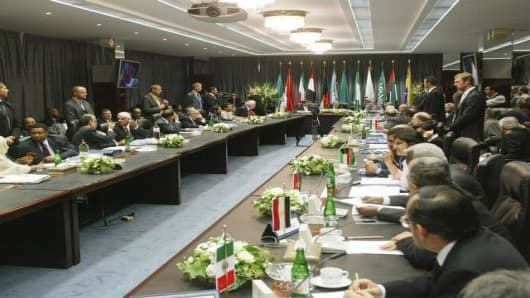 Overal view of a meeting of the Organization of Petroleum Exporting Countries (OPEC) at OPEC's headquarters in Vienna, on Wednesday, Sept. 15, 2004. (AP Photo/Ronald Zak)